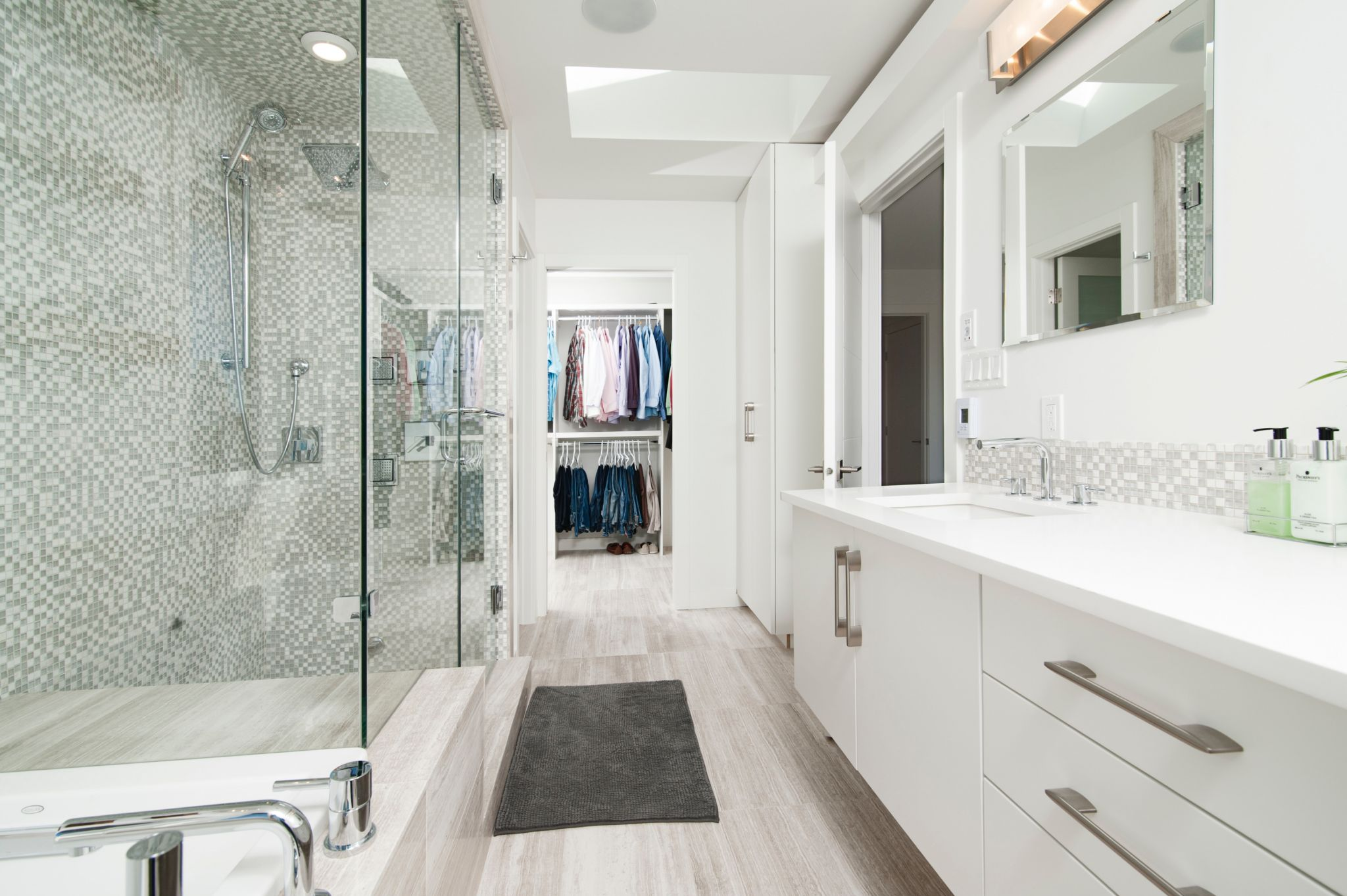 make bathrooms look bigger